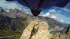 Wing Suit Yaparak İğne Deliğinden Geçen Adamın Adrenalin Dolu Atlayışı
