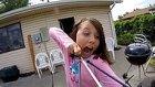 Cesaretli Kızın Kendi Dişini Ok Atarak Çekmesi