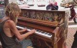 Evsiz Adam Donald Gould'dan Piyano Resitali