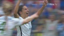 Orta Sahadan Gol Atan Kadın Futbolcu