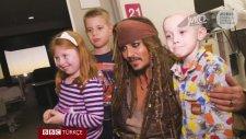Johnny Depp'in Jack Sparrow Kılığında Hasta Çocuklara Sürpriz Yapması