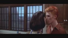 The Man Who Fell To Earth (1976) Fragman