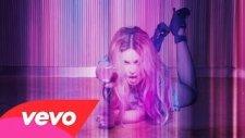 Madonna ft. Nicki Minaj - Bitch I'm Madonna (Sander Kleinenberg Remix)
