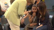 Merkel Filistinli Mülteci Kızı Ağlattı
