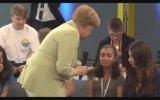 Filistinli Kızı Ağlatan Angelina Merkel Almanca İçerir