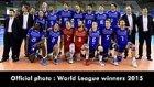Remi Gaillard Şampiyon Olan Voleybol Takımının Fotoğraf Seremonisini Troll'lerse