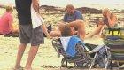 Steve-O'dan Plajdaki İnsanların Üzerlerine Pisleme Şakası