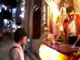 dondurmacı turiste show yapıyor:))