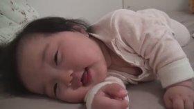 10 Saniyede 3 Kere Uykuya Dalabilen Sevimli Bebek