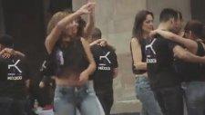 Sokak Ortasında Kizomba Dans Gösterisi