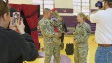 Asker Anne Ve Babadan Küçük Kızlarına Büyük Sürpriz