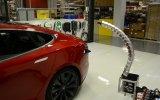 Tesla'nın Otomatik Çalışan Mekanik Yılan Şarj Ünitesi