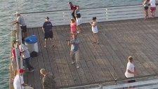 Oltasıyla Drone Yakalayan Balıkçı