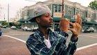 Uptown Funk Eşliğinde Parmak Dansı Yapan Adamın Müthiş Gösterisi