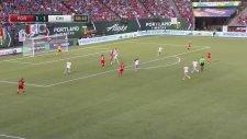Kadınlar Maçında İlginç Gol!