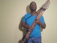 Gitar ve Bass Gitar Karışımı Muhteşem Alet