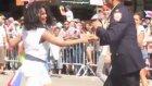 Israrcı Polisin Çılgın Dansı