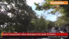 Şehit Cenazesinde Yalçın Akdoğan'a Pet Şişeli Protesto