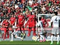 Hakan Çalhanoğlu'nun Frikikten Hannover 96'ya Attığı Gol