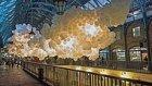 Londra'nın Tarihi Marketine 100 Bin Balon Yerleştiren Fransız Sanatçı