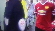 Rooney gören masum çocuk!