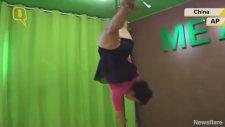70 Yaşındaki Kadın Direk Dansı Yaptı