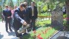 Davutoğlu, Alparslan Türkeş'in mezarını ziyaret etti