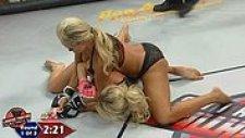 İç Çamaşırlı Kadın Dövüşçülerden MMA Dövüşçülerini Gölgede Bırakacak Karşılaşma