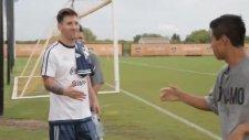 Messi Hayranlarıyla Selamlaştı!