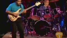 Bas Gitarıyla Sevişen Adam - Victor Wooten