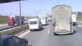 İstanbul Trafiğine Ölümüne Söven Kamyoncu (Küfür İçerir)