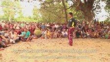 Geleneksel Myanmar Çocuk Dövüştürme Şenliği
