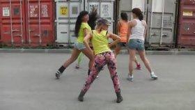 Rus Kızlarının Afrika Dansı