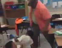 Kavga Eden Öğrencileri Kemeriyle Ayıran Öğretmen