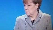 Angela Merkel'in Ahmet Davutoğlu'na İnş Cnm Ya Bakışı Atması