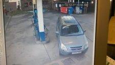 Bayan Şoförün Yakıt Pompası İle İmtihanı
