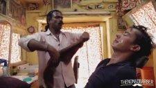 Tıraş Ederken Kendinden Geçen Hint Berberi