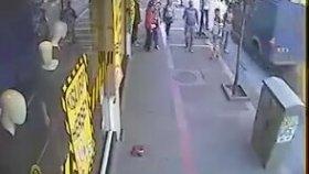 Sokak Ortasında 3 Vs 1 Kavga Etmek
