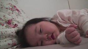Asyalı Küçük Şirin Bebek