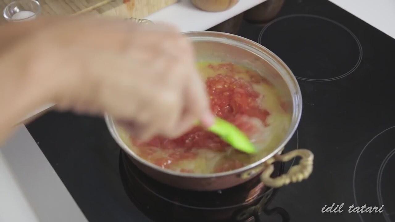 Domatesli Pilav Nasıl Yapılır Videosu