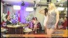 Adnan Oktarın Kediciği Mini Elbise ile Dans Ederken Zor Anlar Yaşadı
