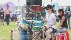 Asyalı Hanım Kızın Bateri Performansı