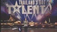 Yetenek Sizsiniz Tayland - Herkesi Sola Yatıran Yarışmacı