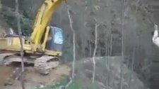 İş Makinasına Salıncak Kuran Türk