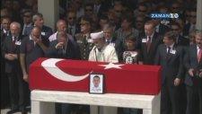 Erdoğan'ın Şehitin Cenaze Namazında Selam Vermeyi Unutması