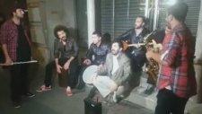 Bayhan ve Sokak Müzisyenleri - Şafak Türküsü ( İstiklal Caddesi )