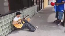 Sokakta Rastgele Müzik Grubu Oluşturmak