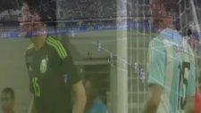 Messi'ye yakışmayan frikik!