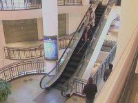 Yürüyen Merdivene Ters Binen Kör (Kamera Şakası)