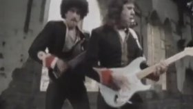 Gary Moore Ft. Philip Lynott - Out In The Fields (1985)